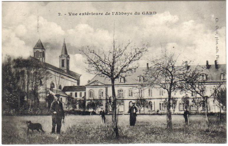 abbaye-du-gard-vue-du-parc.jpg