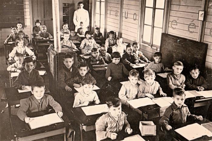 Classe dans baraquement 2