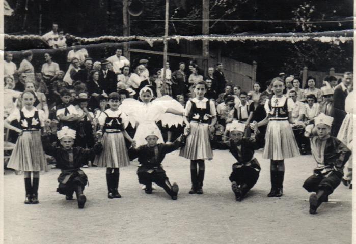 fete-ecoles-52-53-danse.jpg