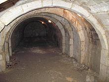 picquigny-eglise-salle-du-souterrain-1.jpg